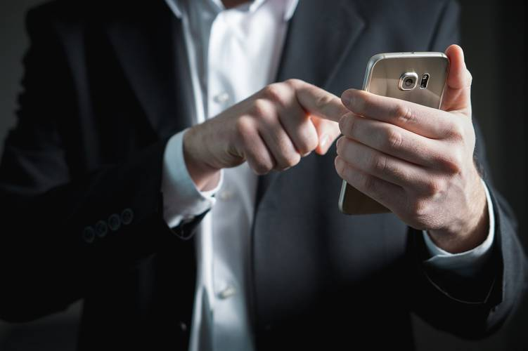 お葬式に電報を送る方法とマナー 電報の費用や弔電で使われる敬称の読み方