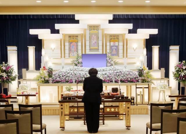 喪主の挨拶は何を話す?実はたくさんある喪主挨拶の場面と、挨拶文例を紹介