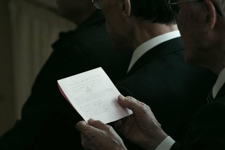 葬式で喪主がする挨拶|5つのポイント&霊柩車プチ情報