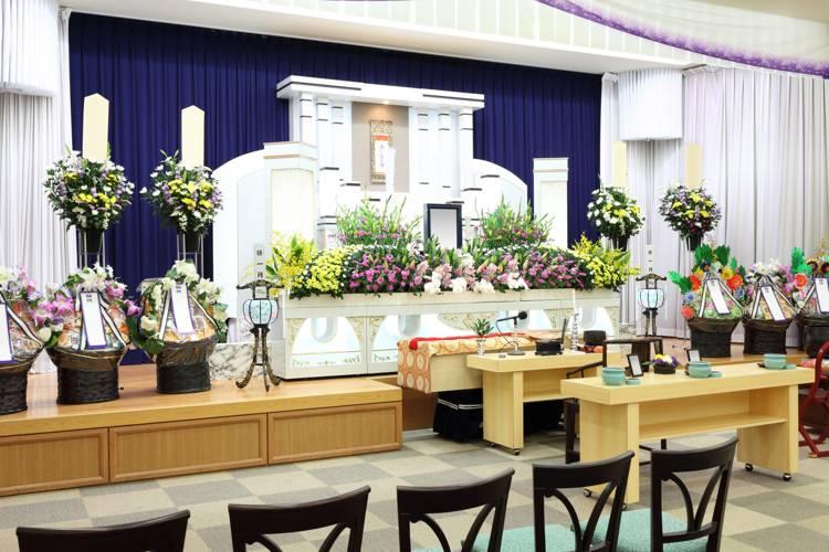 お通夜・葬式・告別式の違いとは?|時間日程についても解説