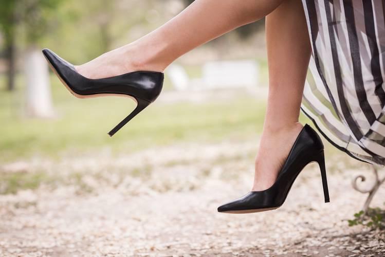 お葬式の靴のマナーを徹底解説!色や素材、注意点など【女性・男性・子供】