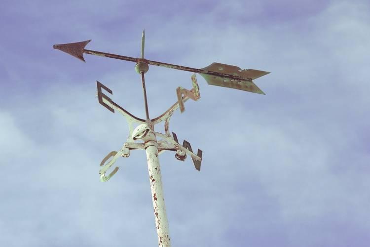 仏壇の向きは風水で決めた方がいいの?おすすめの設置場所や注意点・宗派の正しい方角