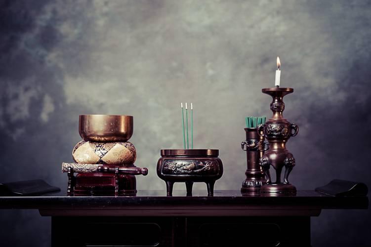 仏壇や仏具は宗派によって違う?それぞれの特徴や並べ方・名称を徹底解説!