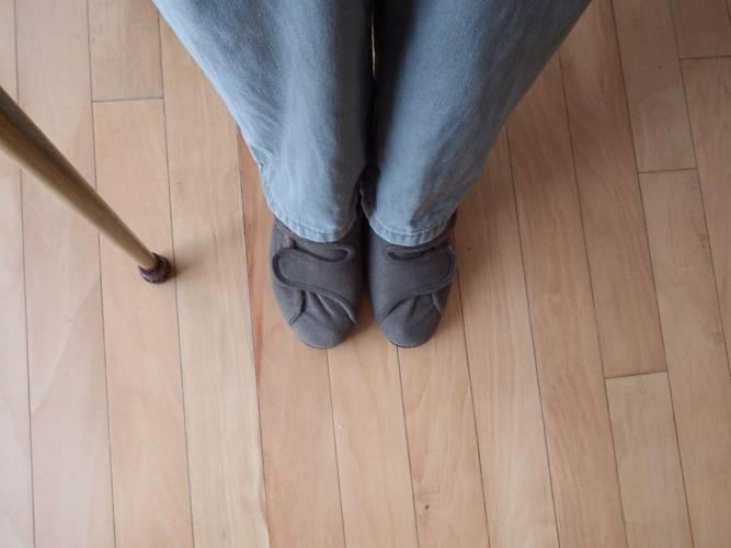 介護靴や介護服で高齢者の日常生活をサポートするには?便利な介護用品も
