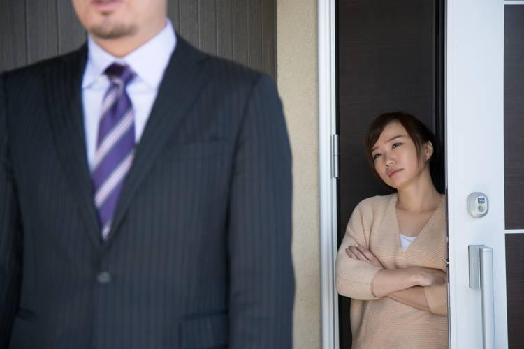 不倫中の男性が離婚を決意する理由とは?|妻の気持ちも代弁して解説!